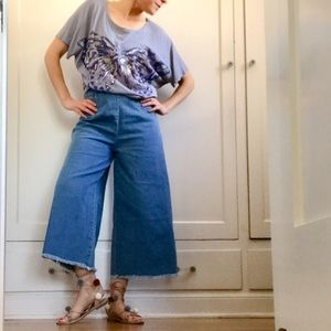 NWT Flared Cropped High-Waisted Jeans